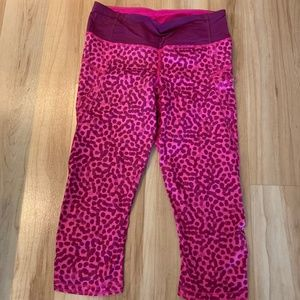 Pink Lululemon capri leggings